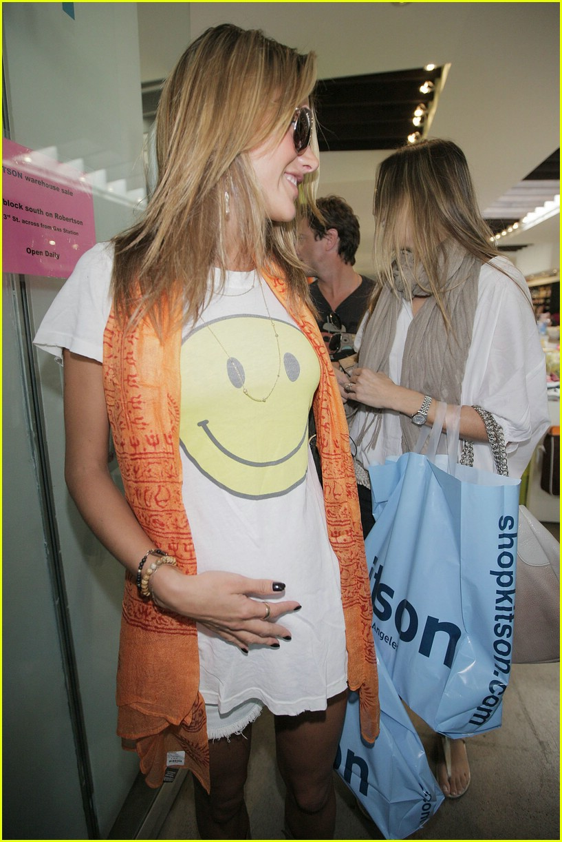 alessandra ambrosio smiley face 791107401