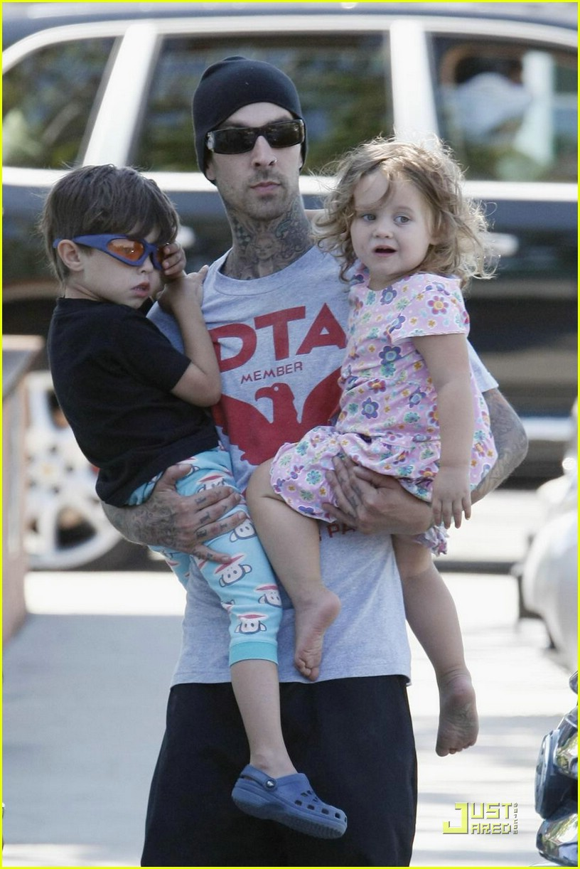 travis barker shirtless 021136611