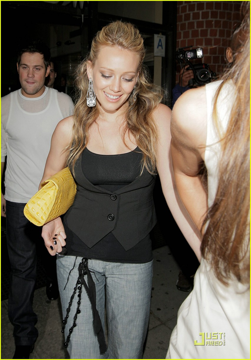 hilary duff chows down 111162331