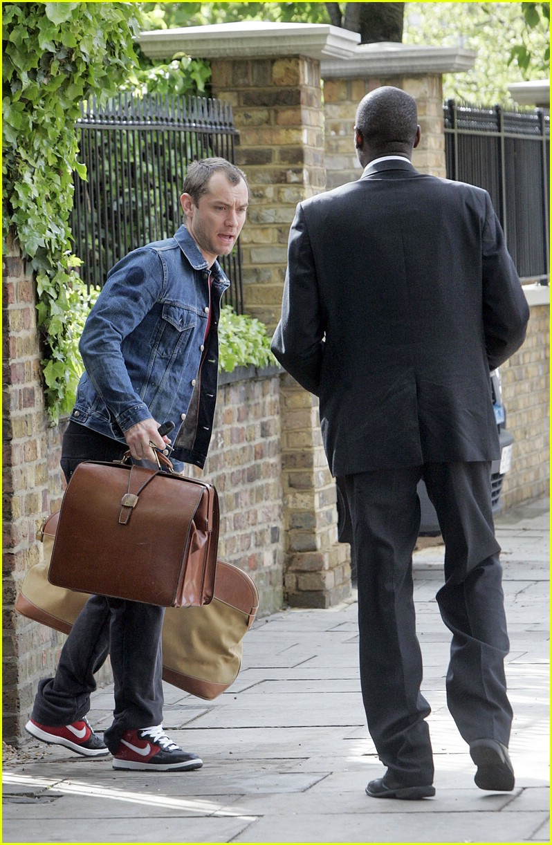 jude law luggage lad 051105371