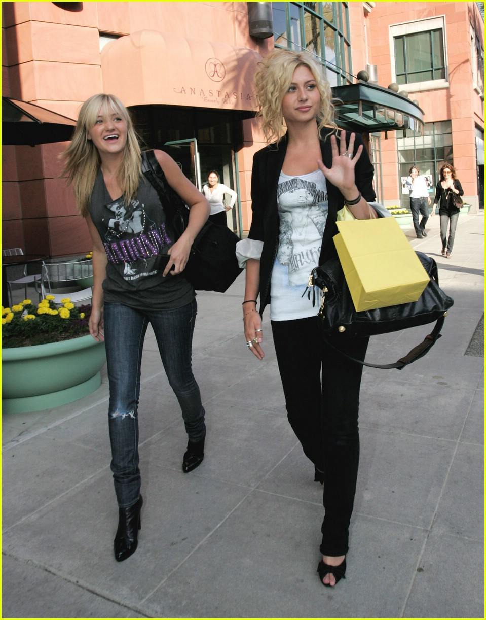 aly aj michalka shopping 22