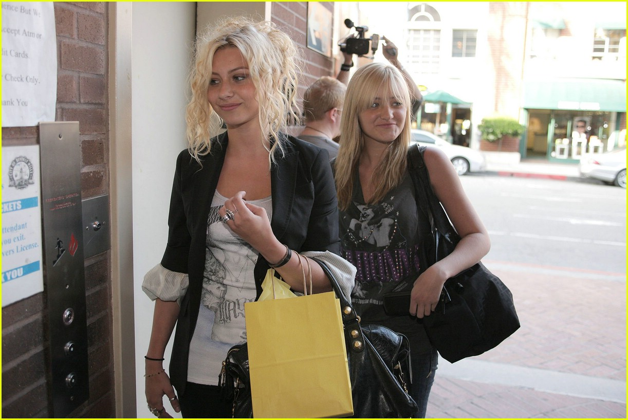 aly aj michalka shopping 39