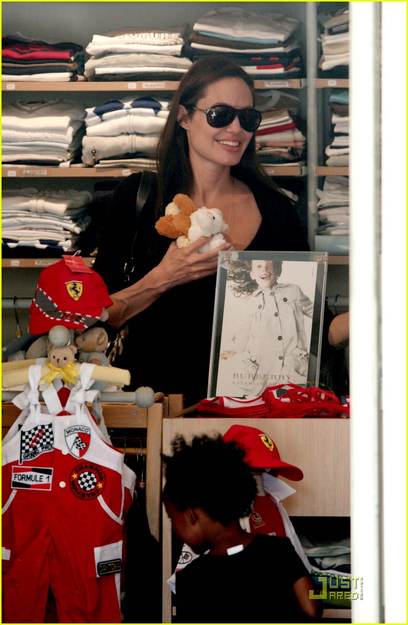 angelina jolie monaco shopping 061124411