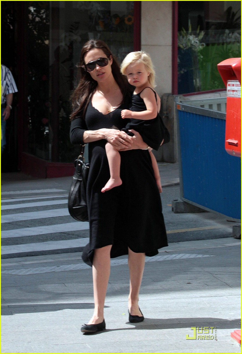 angelina jolie monaco shopping 15