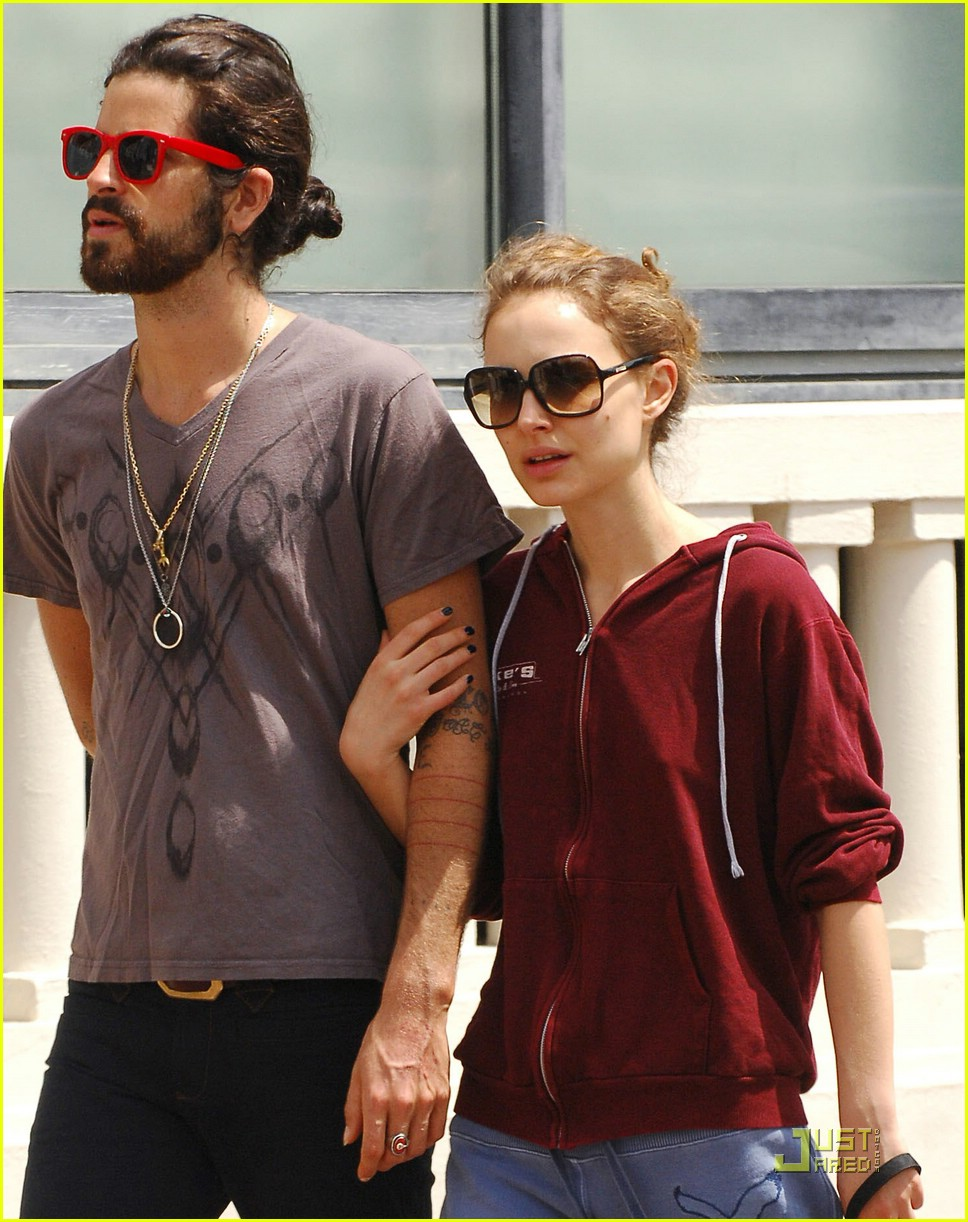 natalie portman devendra banhart kissing cannes 021145441