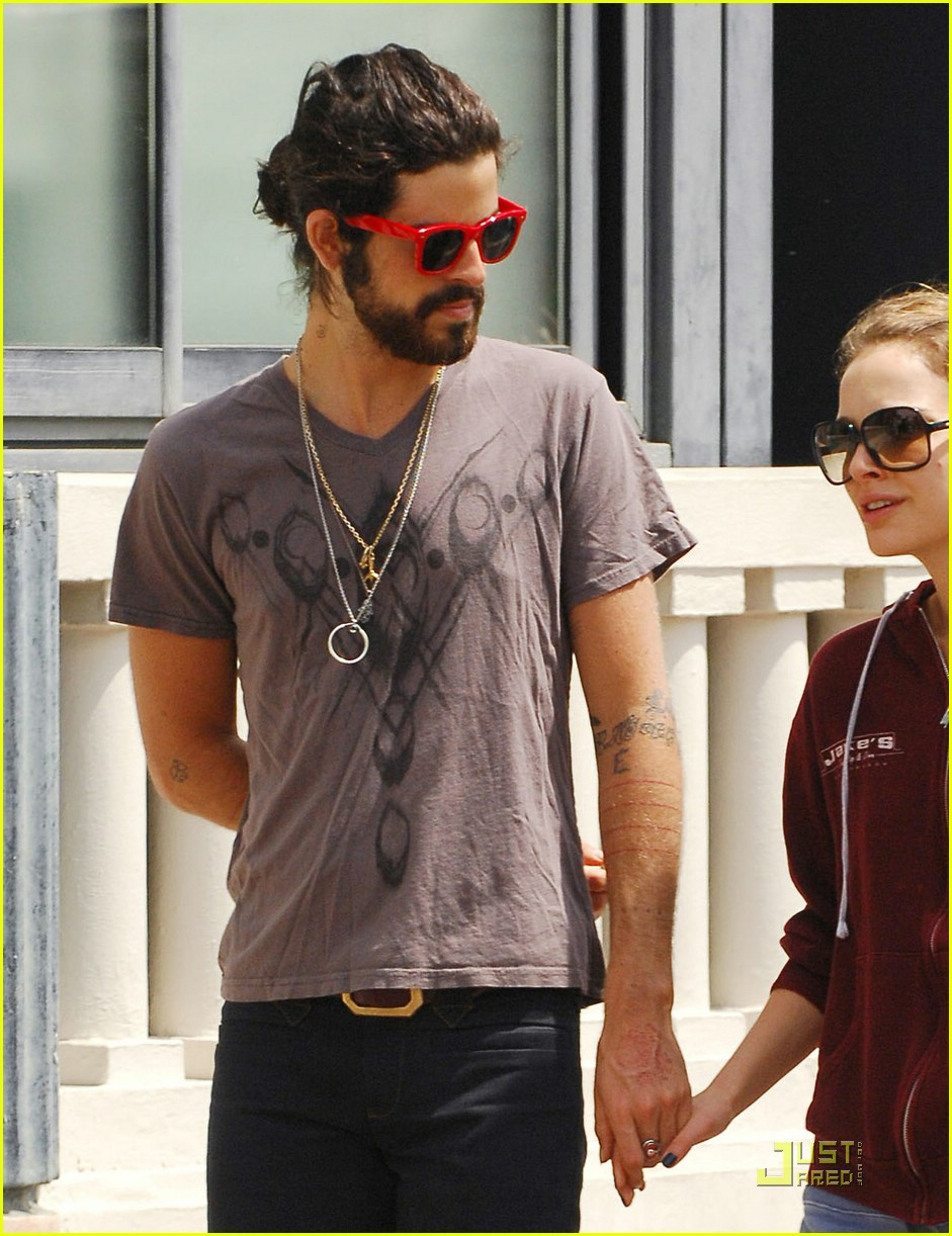 natalie portman devendra banhart kissing cannes 151145571