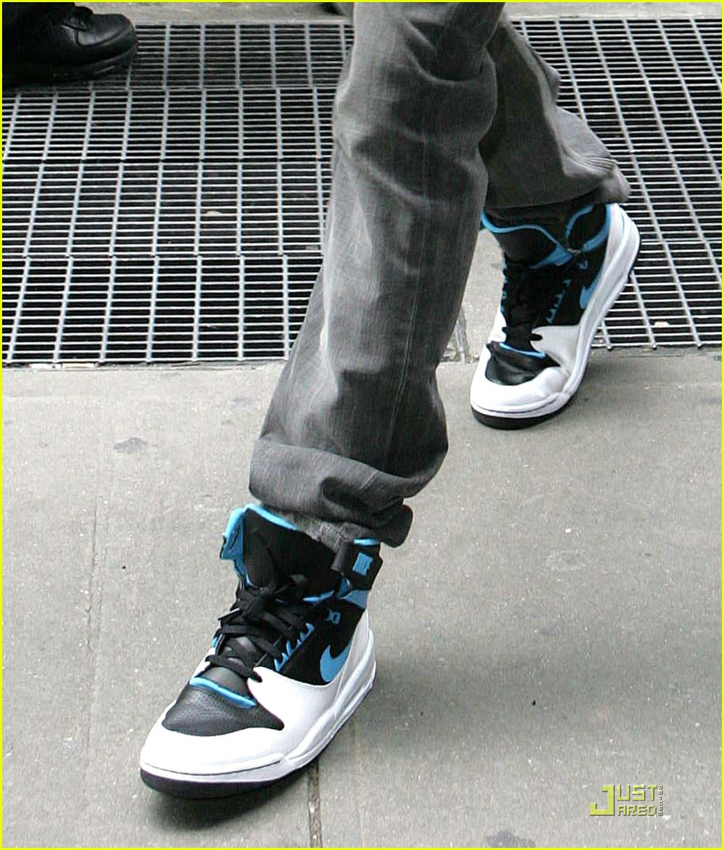 rihanna chris brown footwear 02