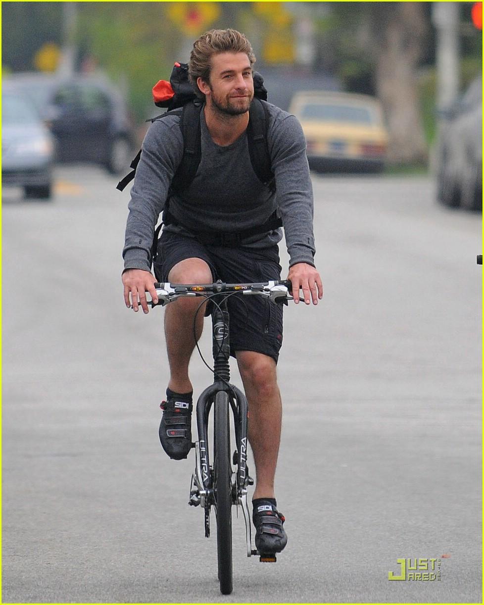 Full Sized Photo of scott speedman bicycle 10 | Photo ... Scott Speedman Body