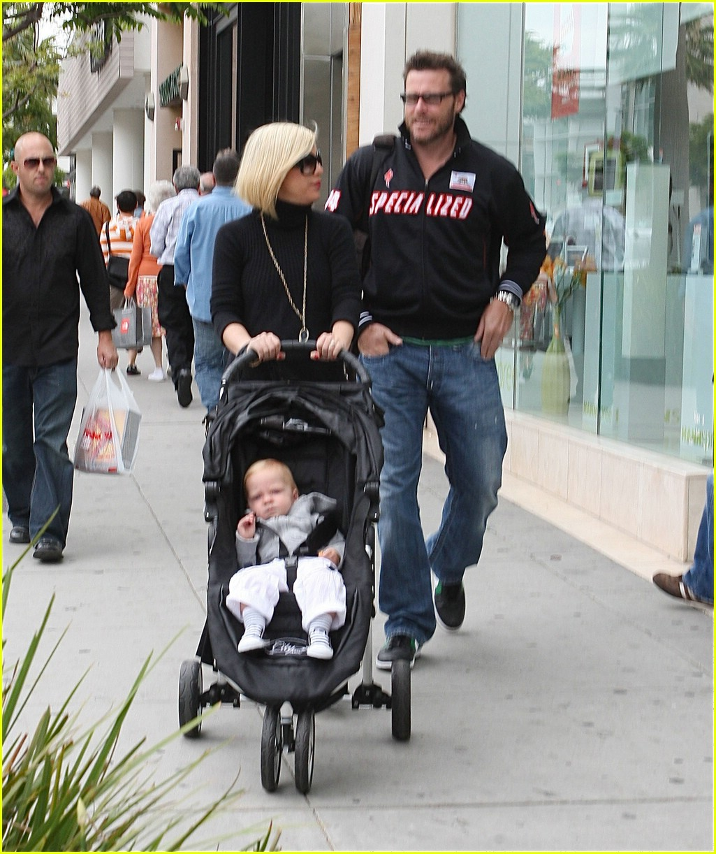 tori spelling specialized spouse 081154441
