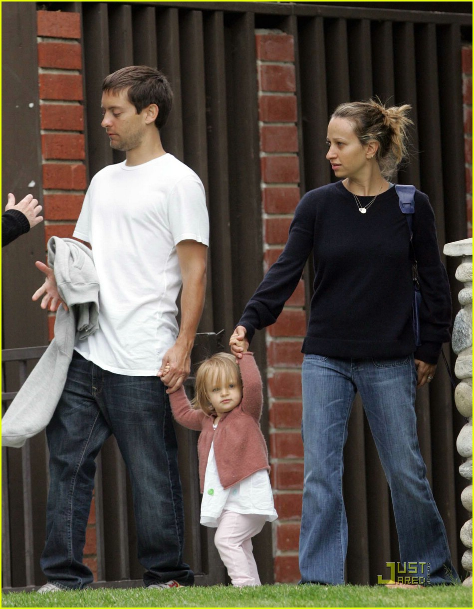 Full Sized Photo of tobey maguire sweetheart sunday 04 | Photo 1157861 ... Leonardo Dicaprio