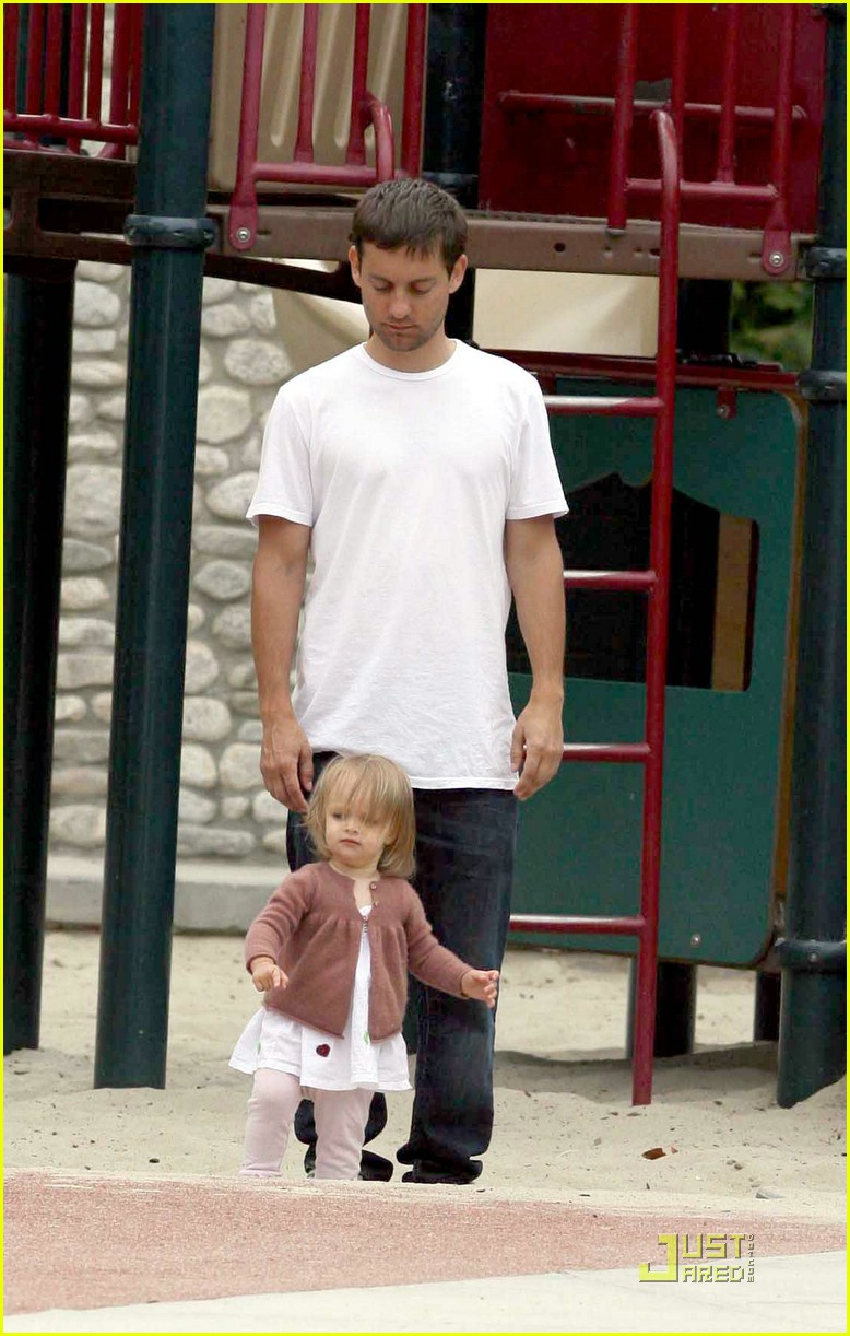 tobey maguire sweetheart sunday 121157941