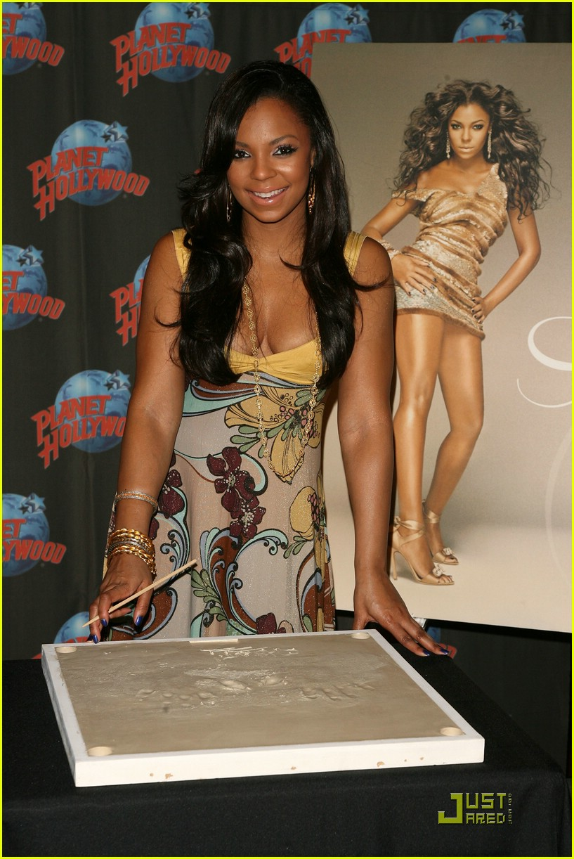 ashanti planet hollywood 031181061