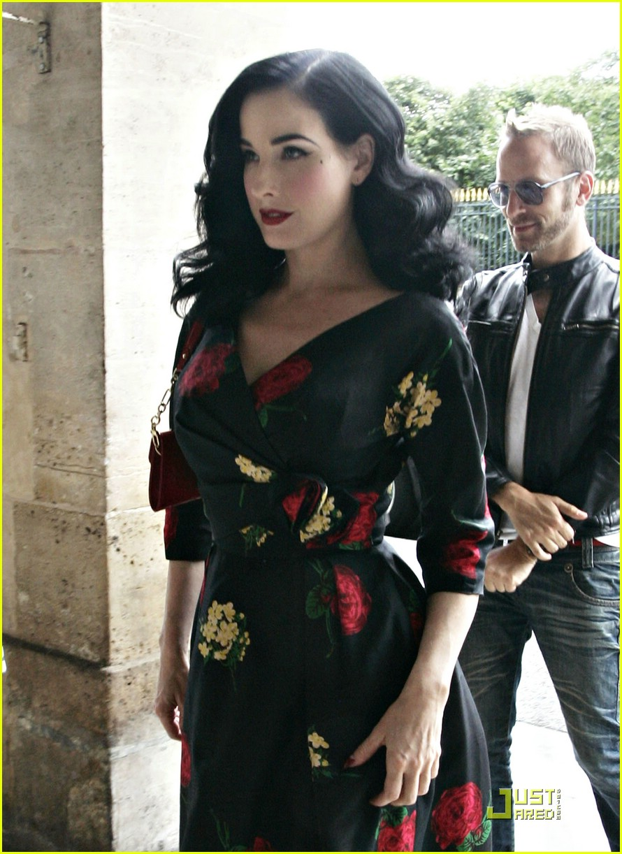 Dita Von Teese Is Hot For Hot Chocolate Photo 1227281 Dita Von