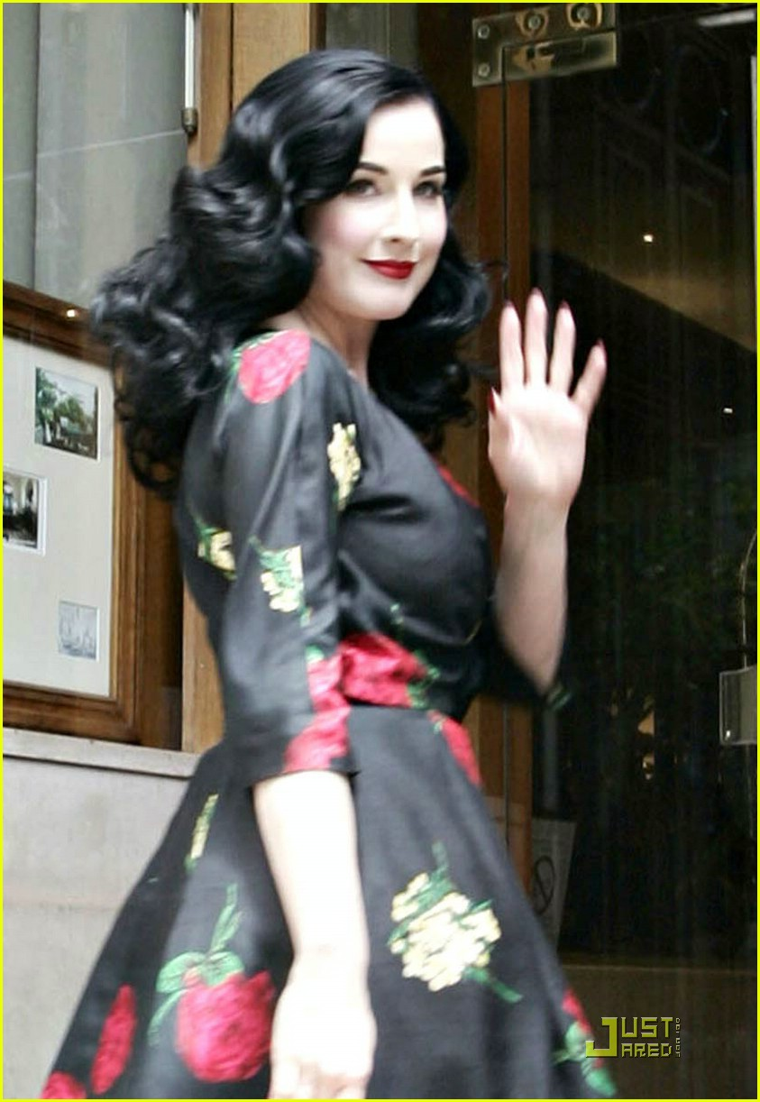 Dita Von Teese Is Hot For Hot Chocolate Photo 1227321 Dita Von