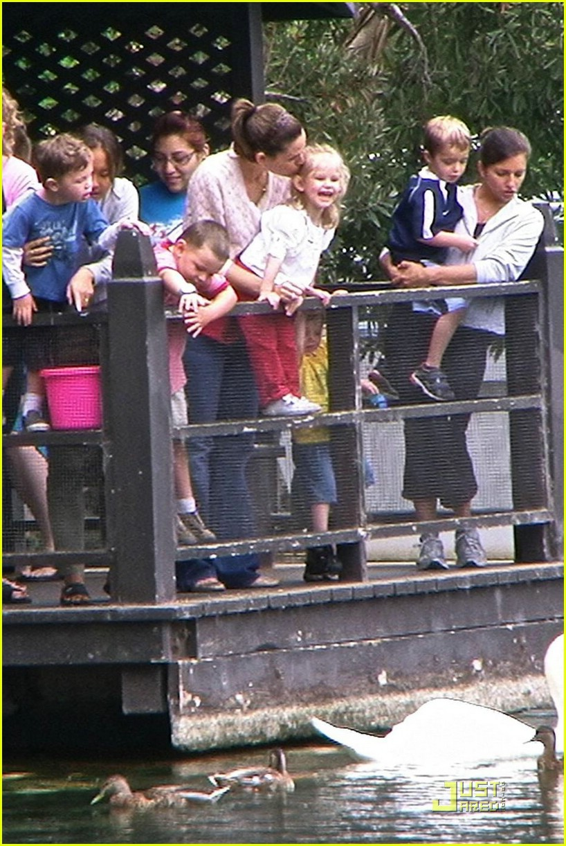 jennifer garner lake shrine 02