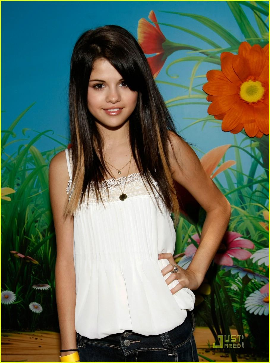 Selena Gomez Hairy Arms 118