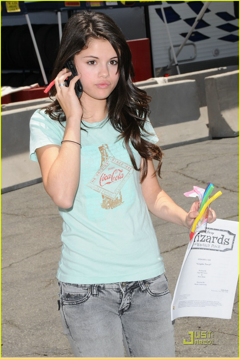 selena gomez phones home 01