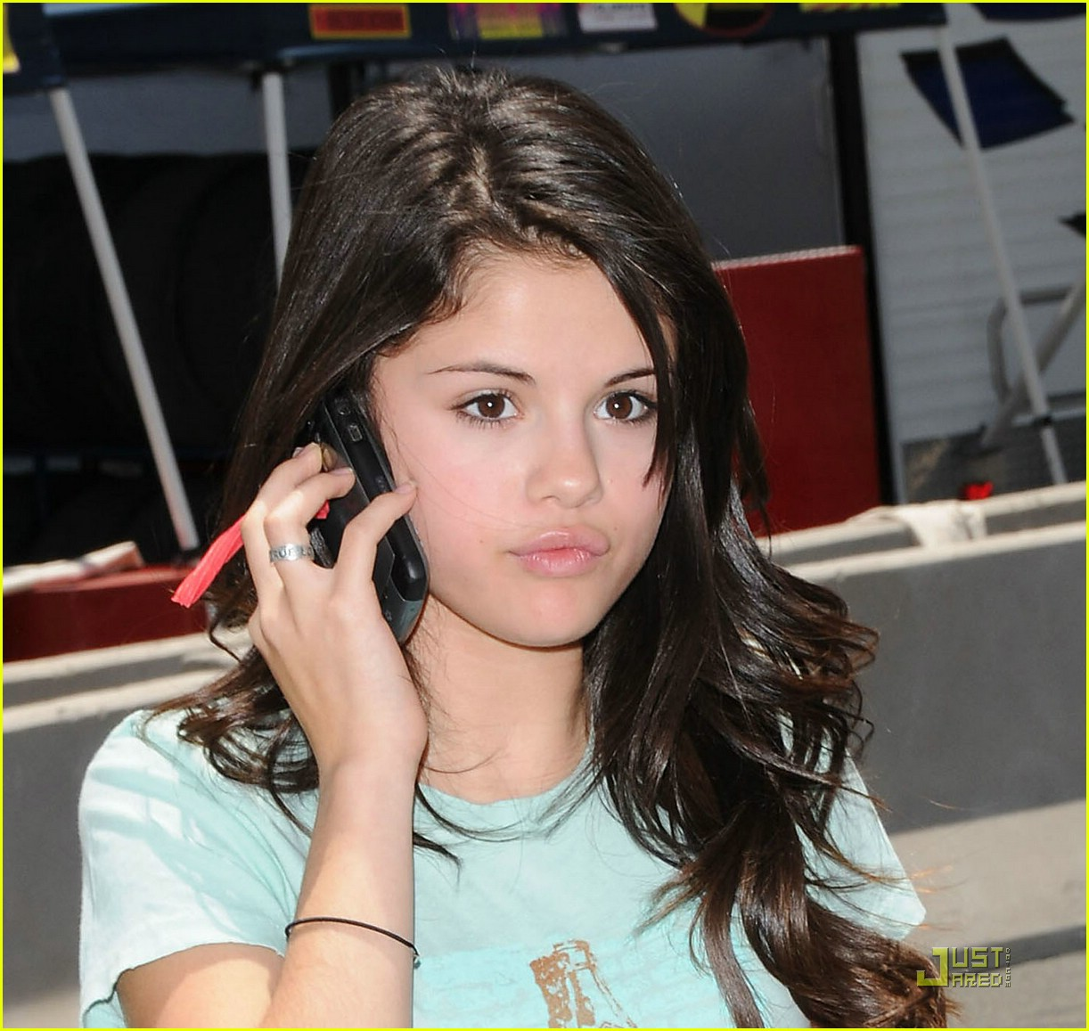 selena gomez phones home 071187991