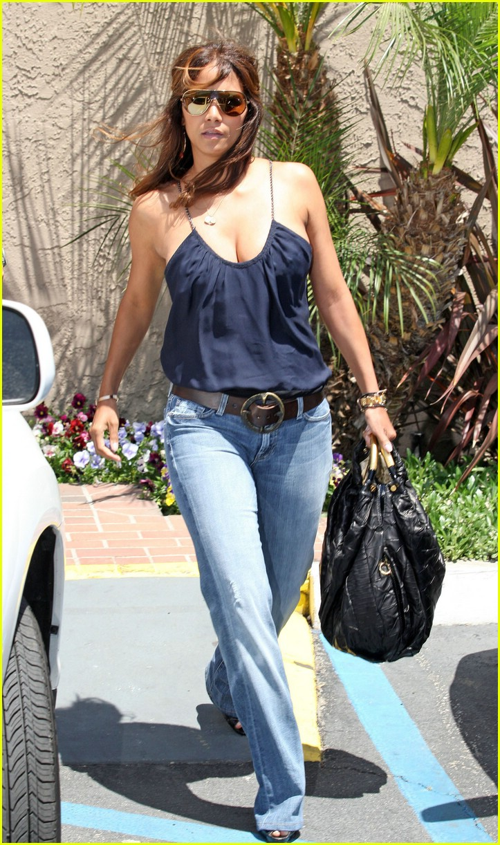 halle berry dentist 10