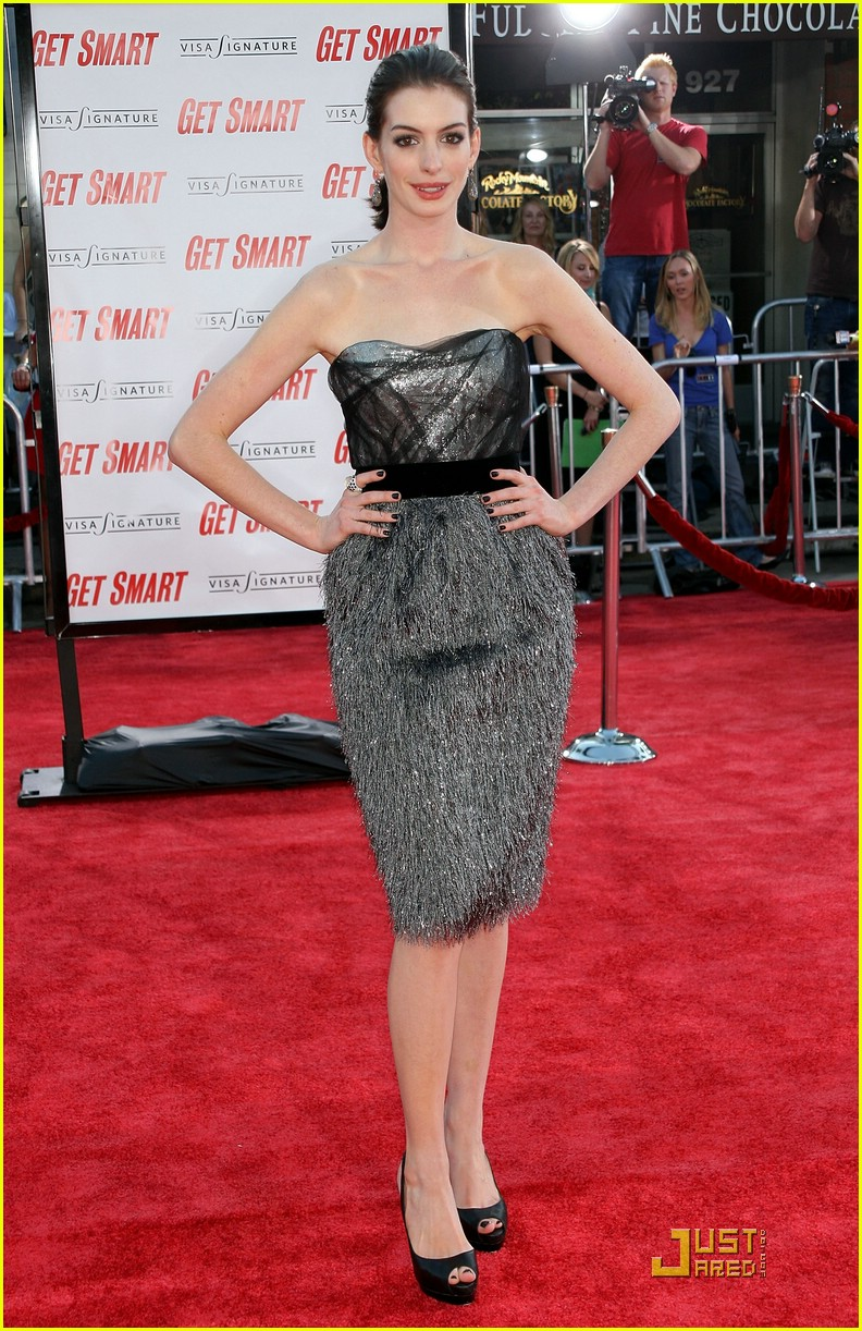 anne hathaway get smart world premiere 051206641