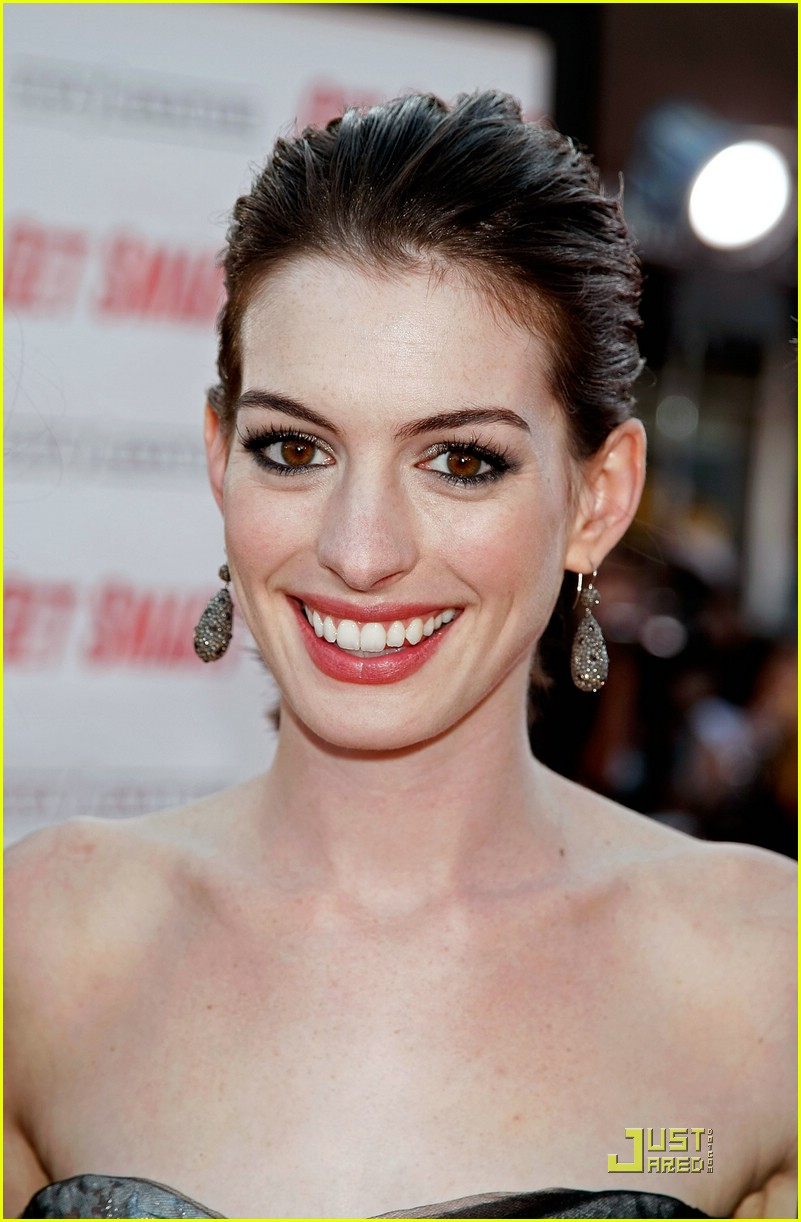 anne hathaway get smart world premiere 081206671