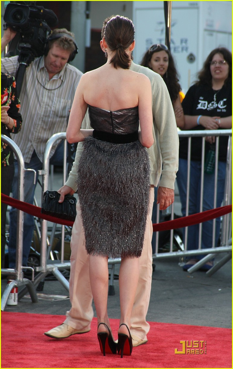 anne hathaway get smart world premiere 201206791