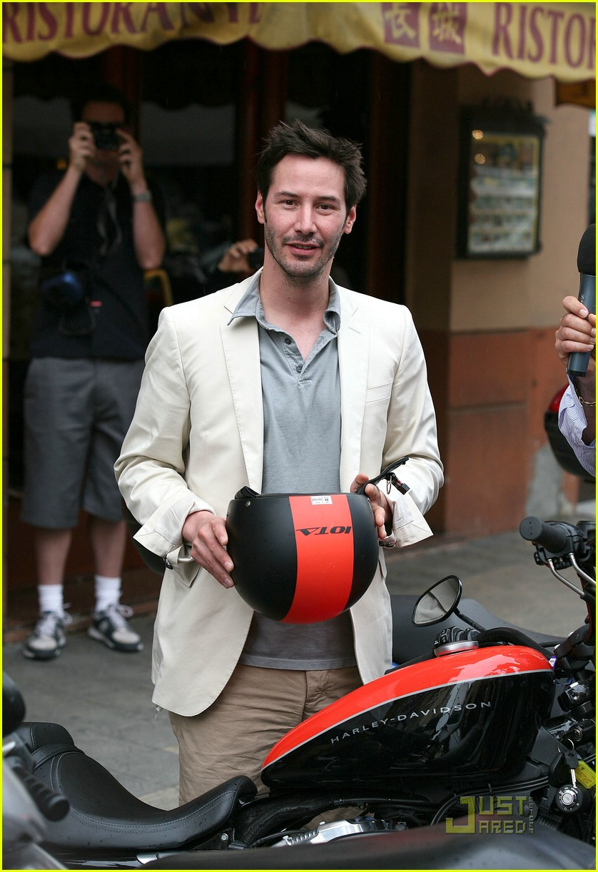 keanu reeves china chow 061208271