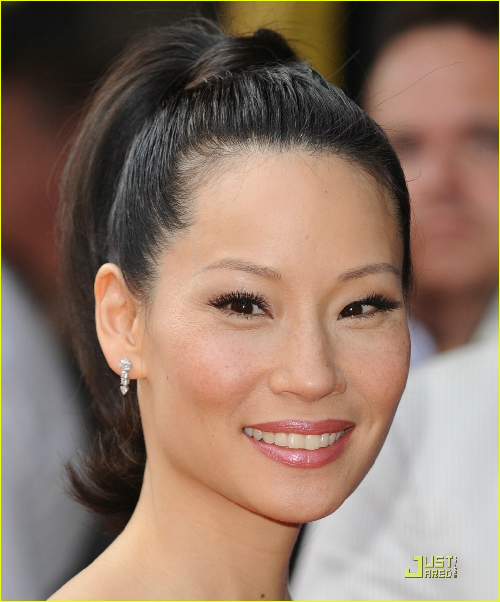 Lucy Liu acupuncture