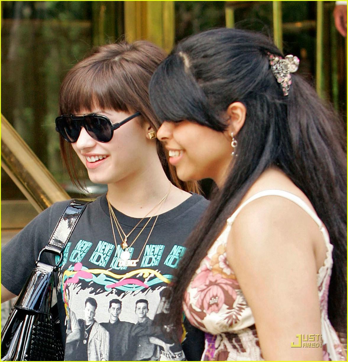Demi Lovato Kid 09 Joe Jonas French Kissing