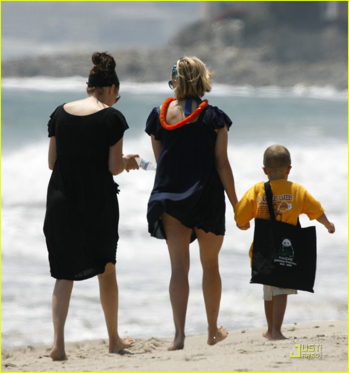 reese witherspoon deacon phillippe beach 011202511