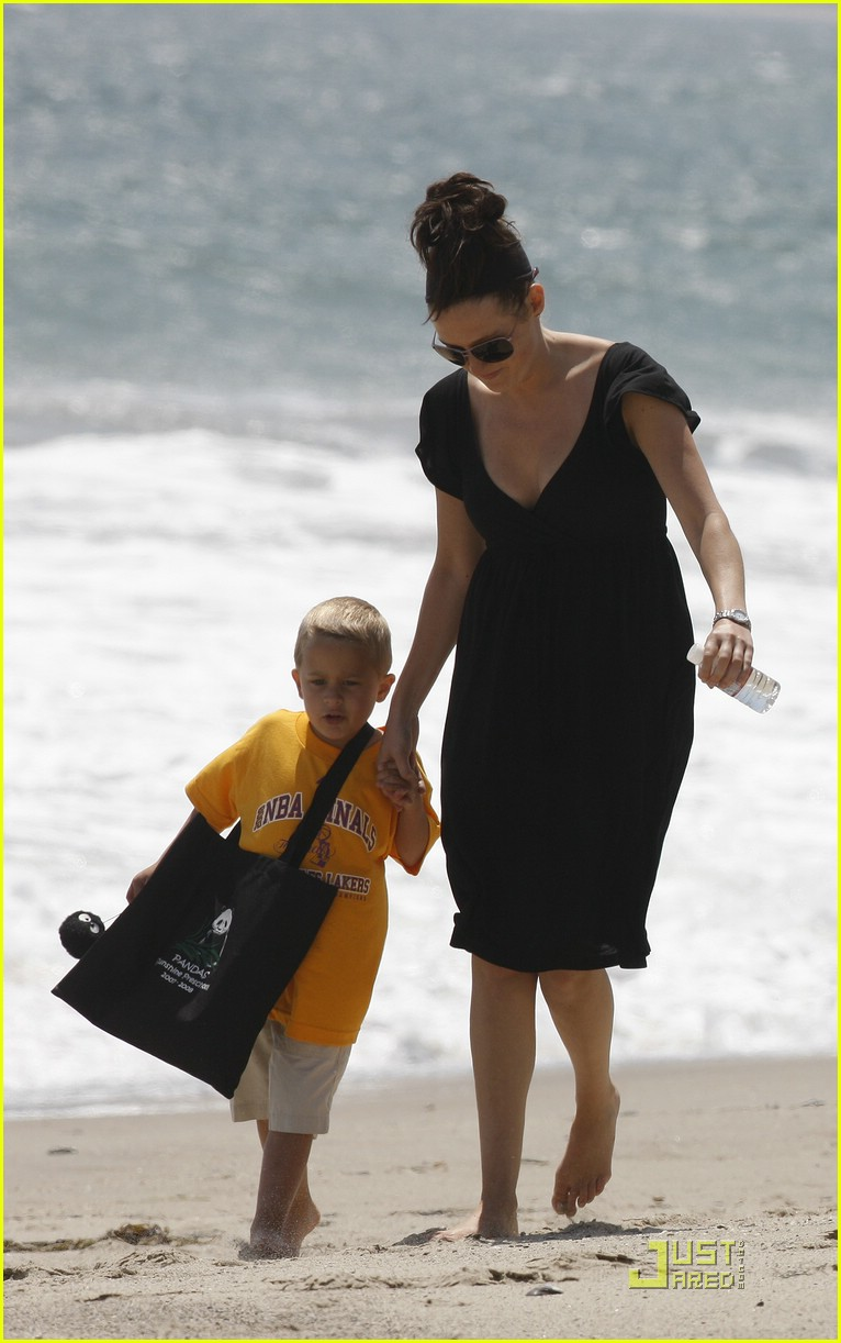reese witherspoon deacon phillippe beach 021202521