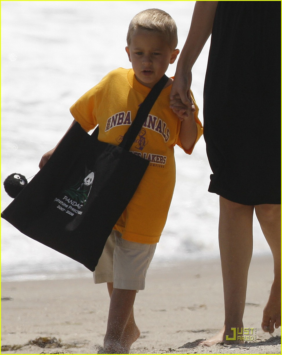 reese witherspoon deacon phillippe beach 071202571