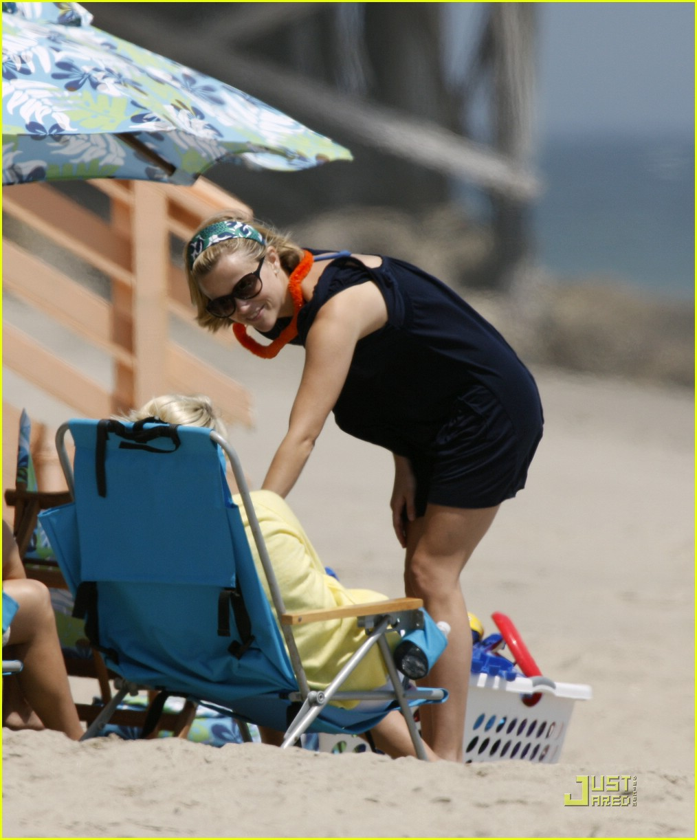 reese witherspoon deacon phillippe beach 121202621