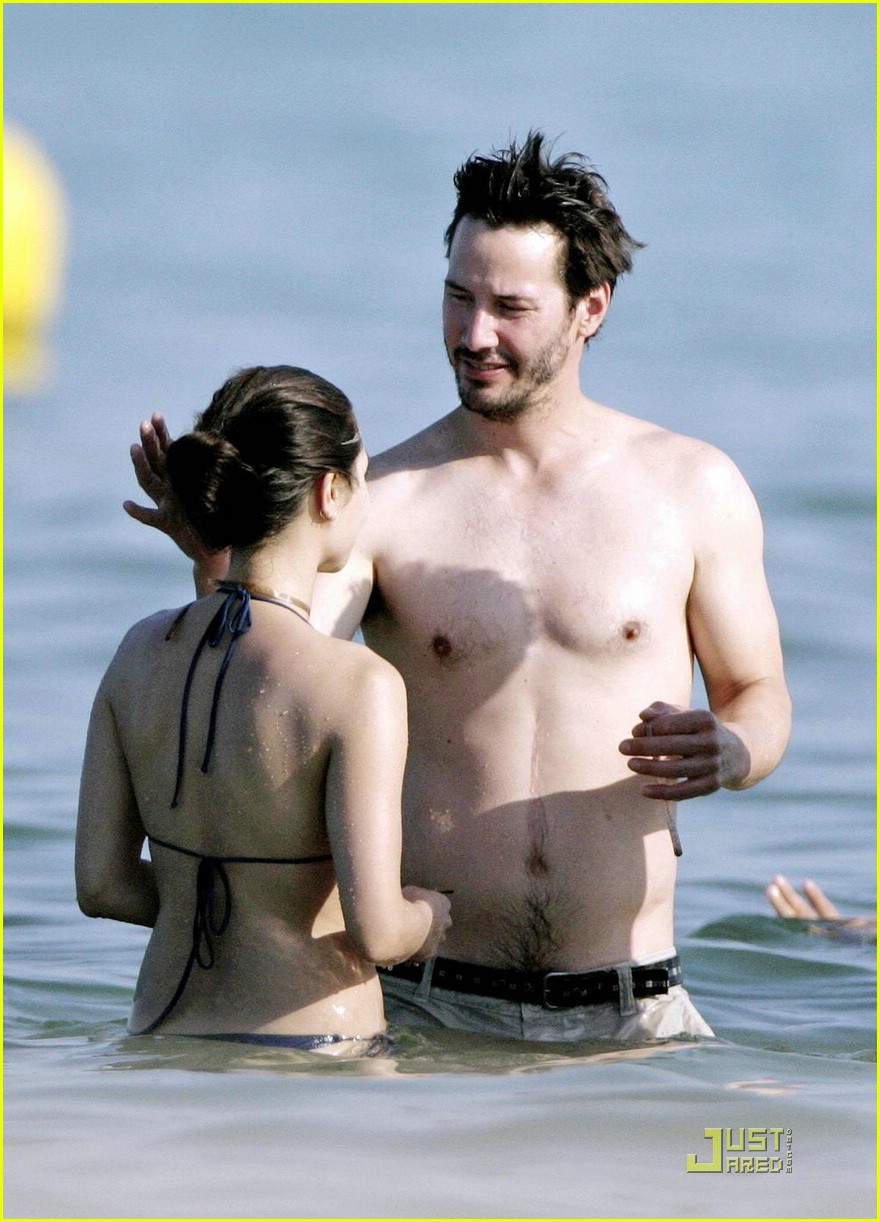 Keanu Reeves Chows Down China Photo 1229811 Bikini