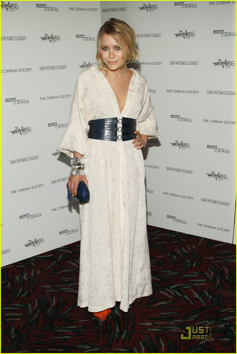 mary kate olsen similing 011228221