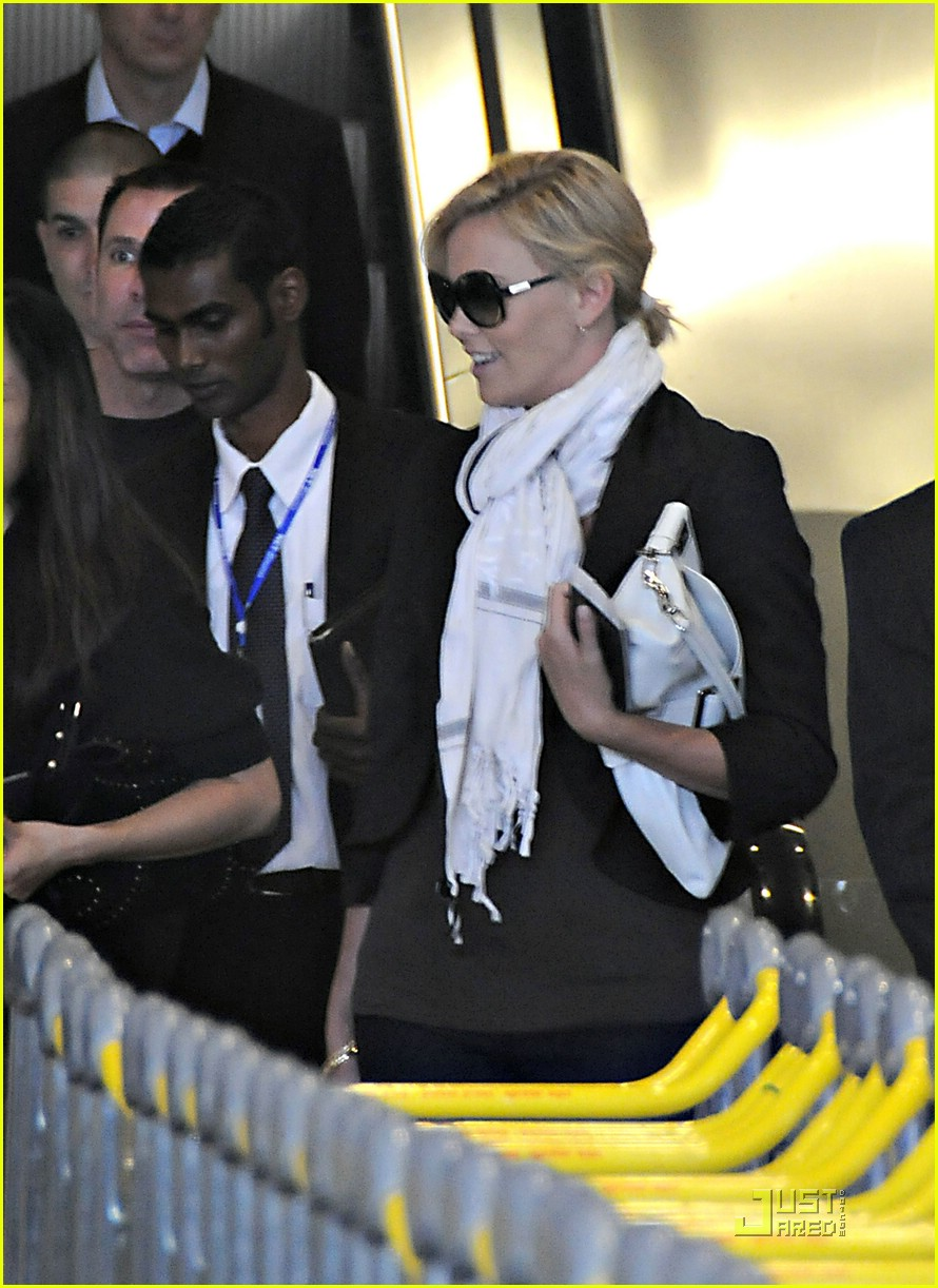 charlize theron french flight 021202691