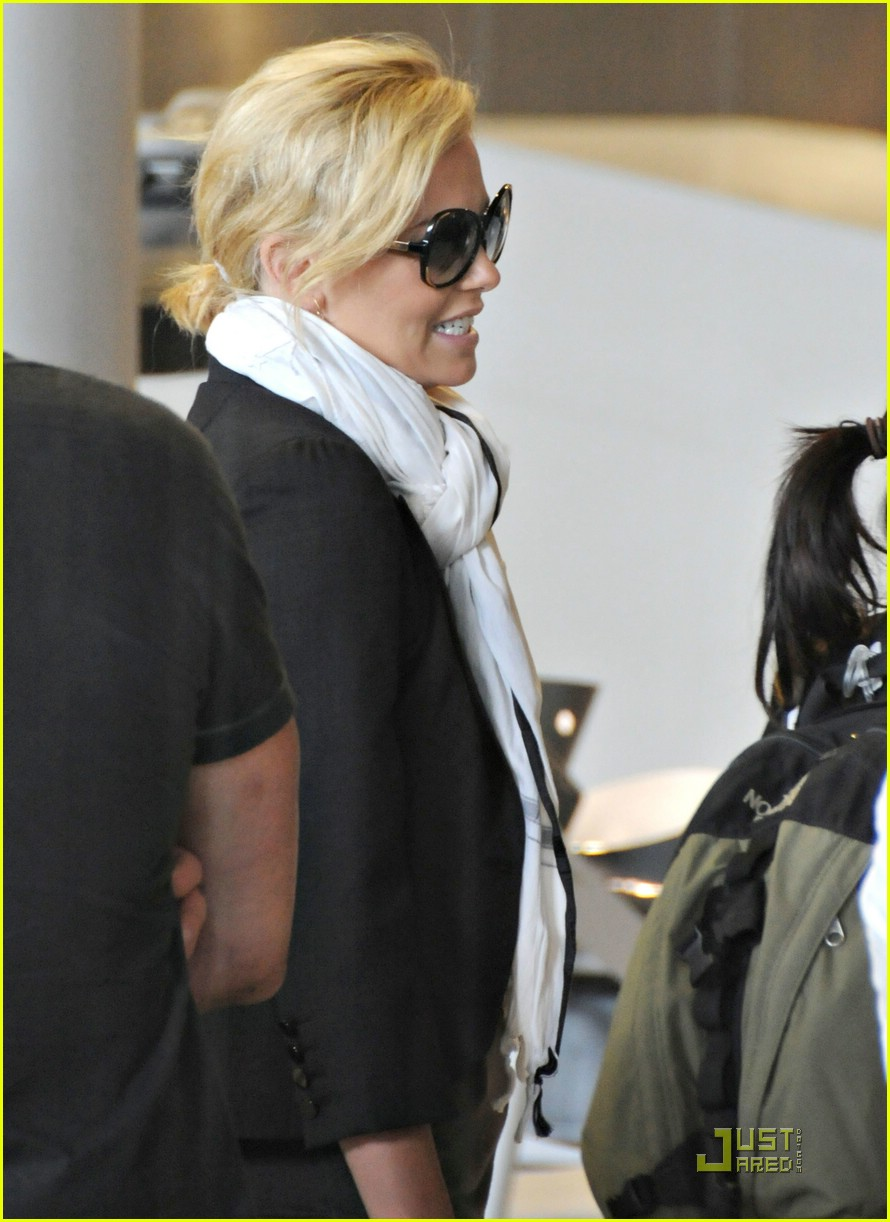 charlize theron french flight 051202721