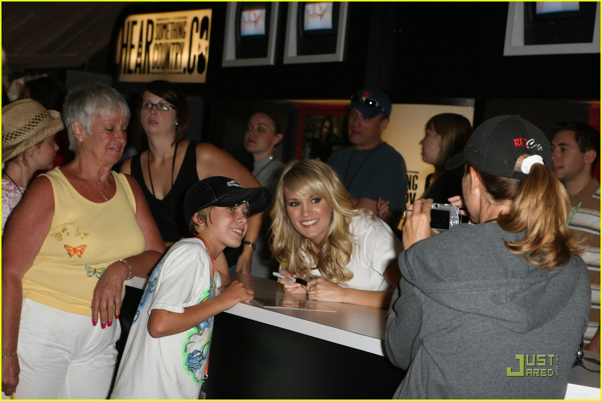 carrie underwood fan 061189291