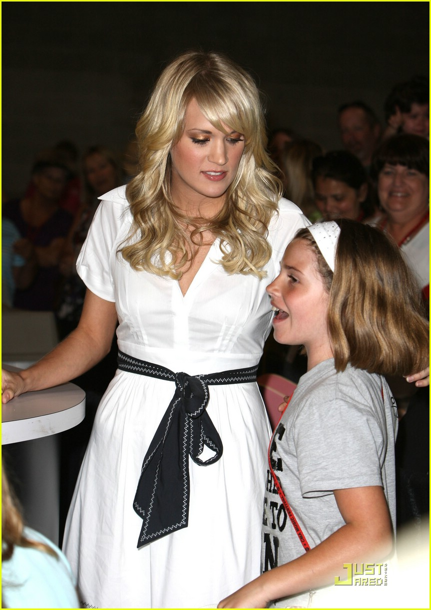carrie underwood fan 281189511