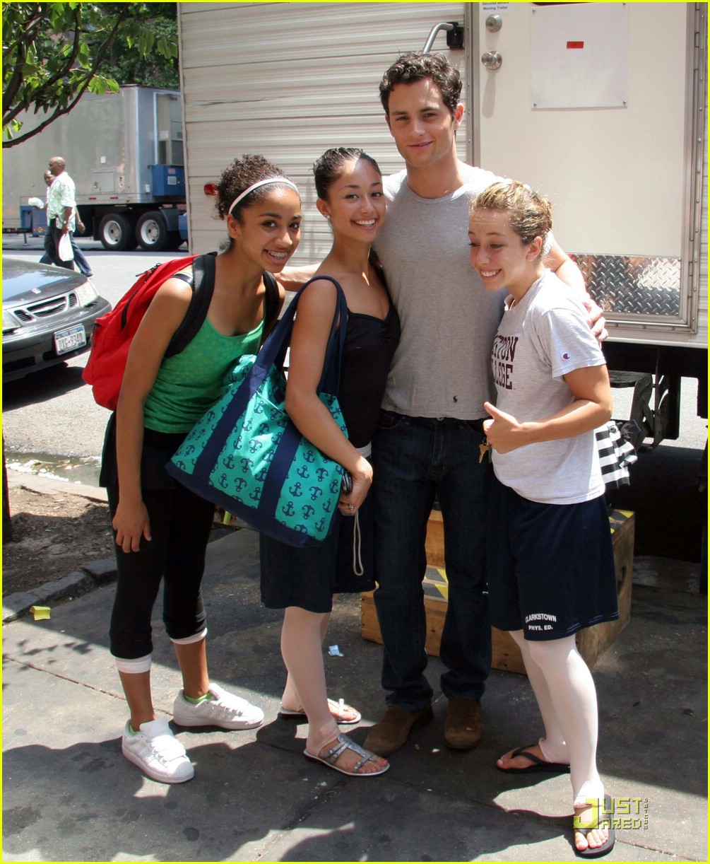 penn badgley fangirls 011247041