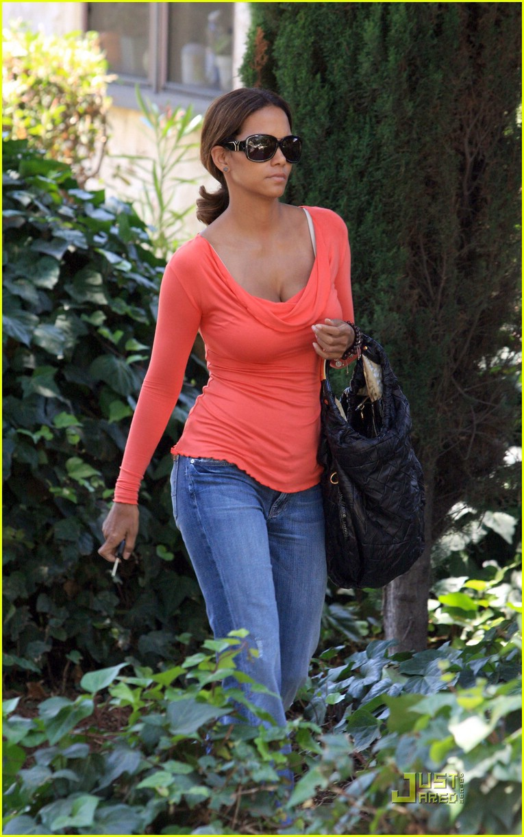 halle berry tickled pink 01