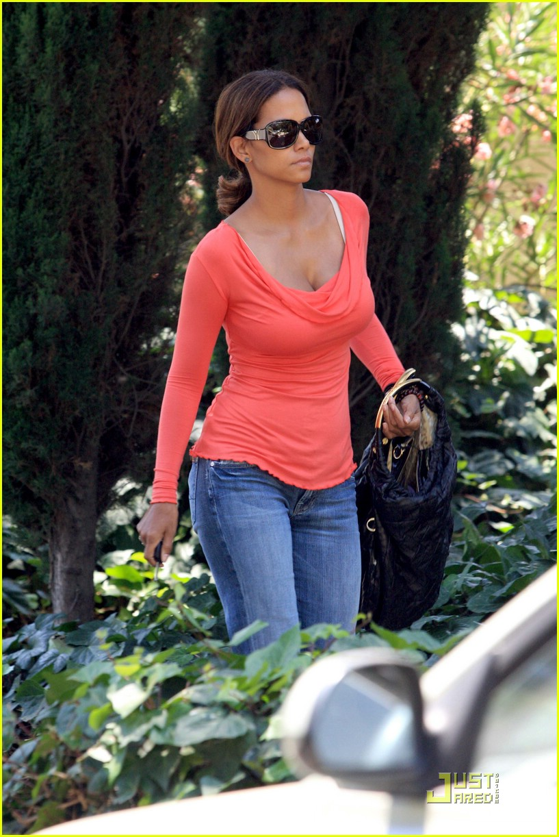 halle berry tickled pink 061296031