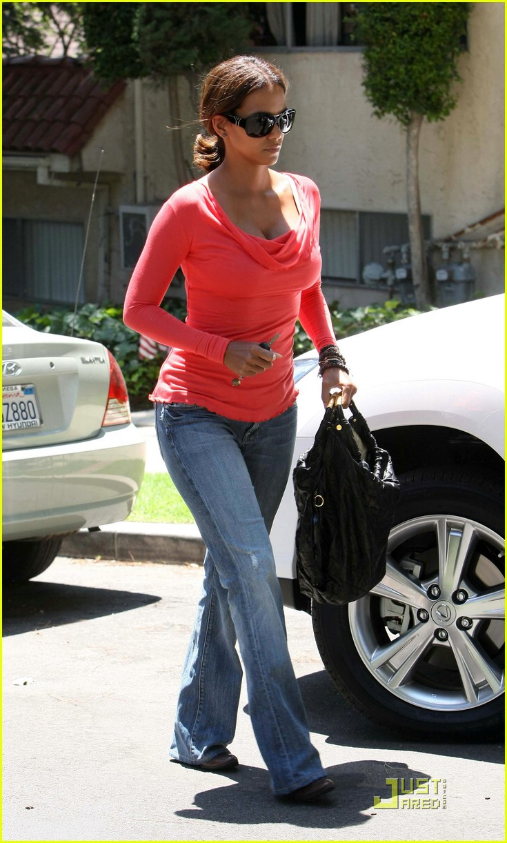 halle berry tickled pink 071296041