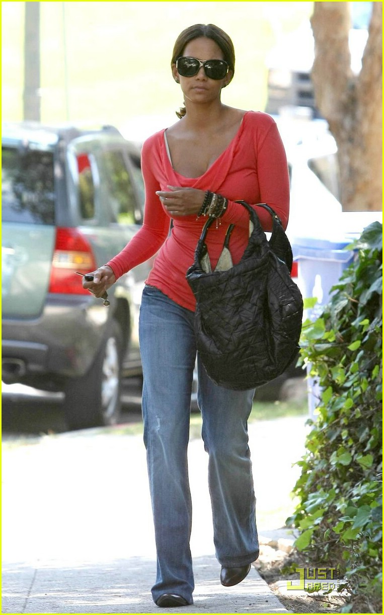 halle berry tickled pink 101296071