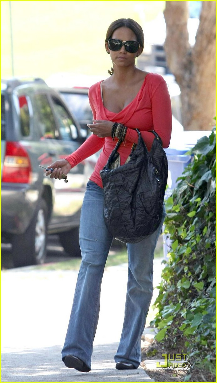 halle berry tickled pink 111296081