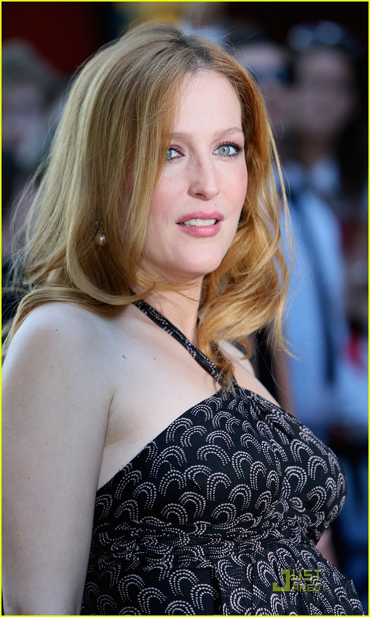Gillian Anderson S British Baby Bump Photo 1305861