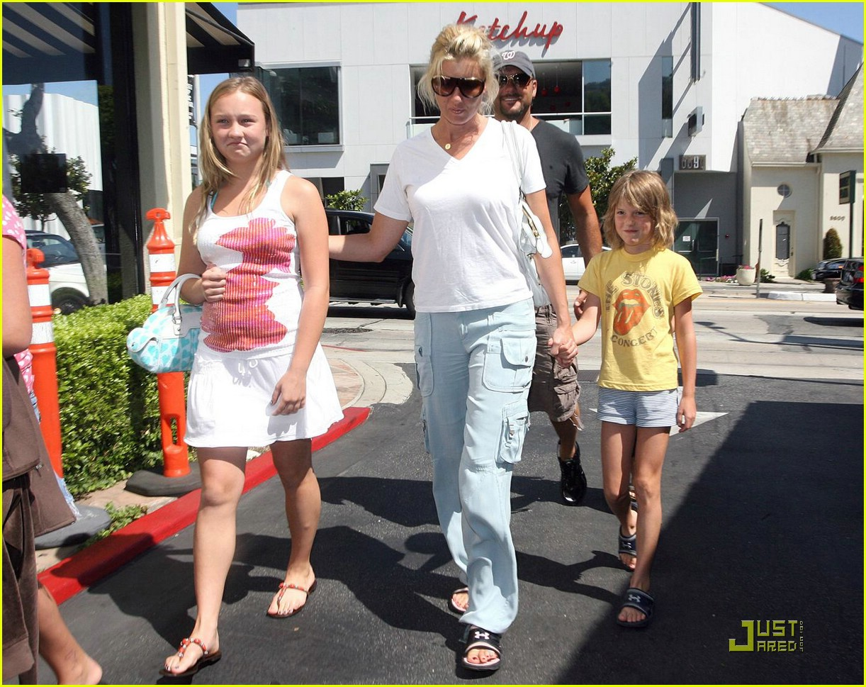 Faith Hill Brings Christmas Early: Photo 1254521 | Faith Hill, Tim ...