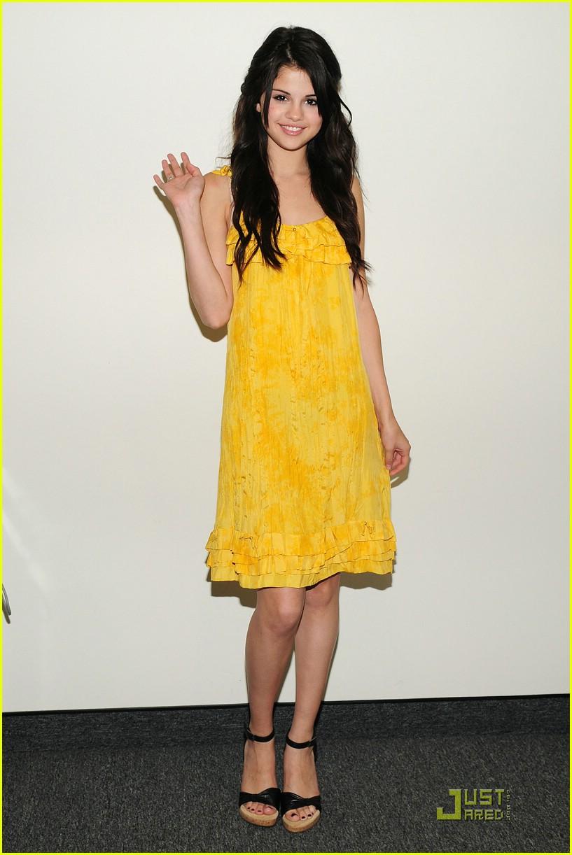 Gomez Yellow Selena Gomez Hello Yellow 09