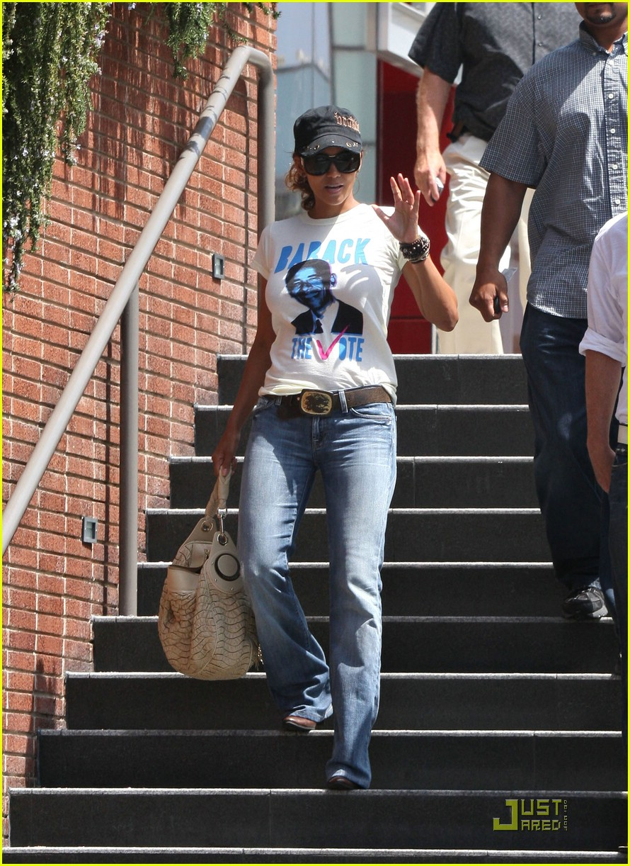halle berry barack obama 05
