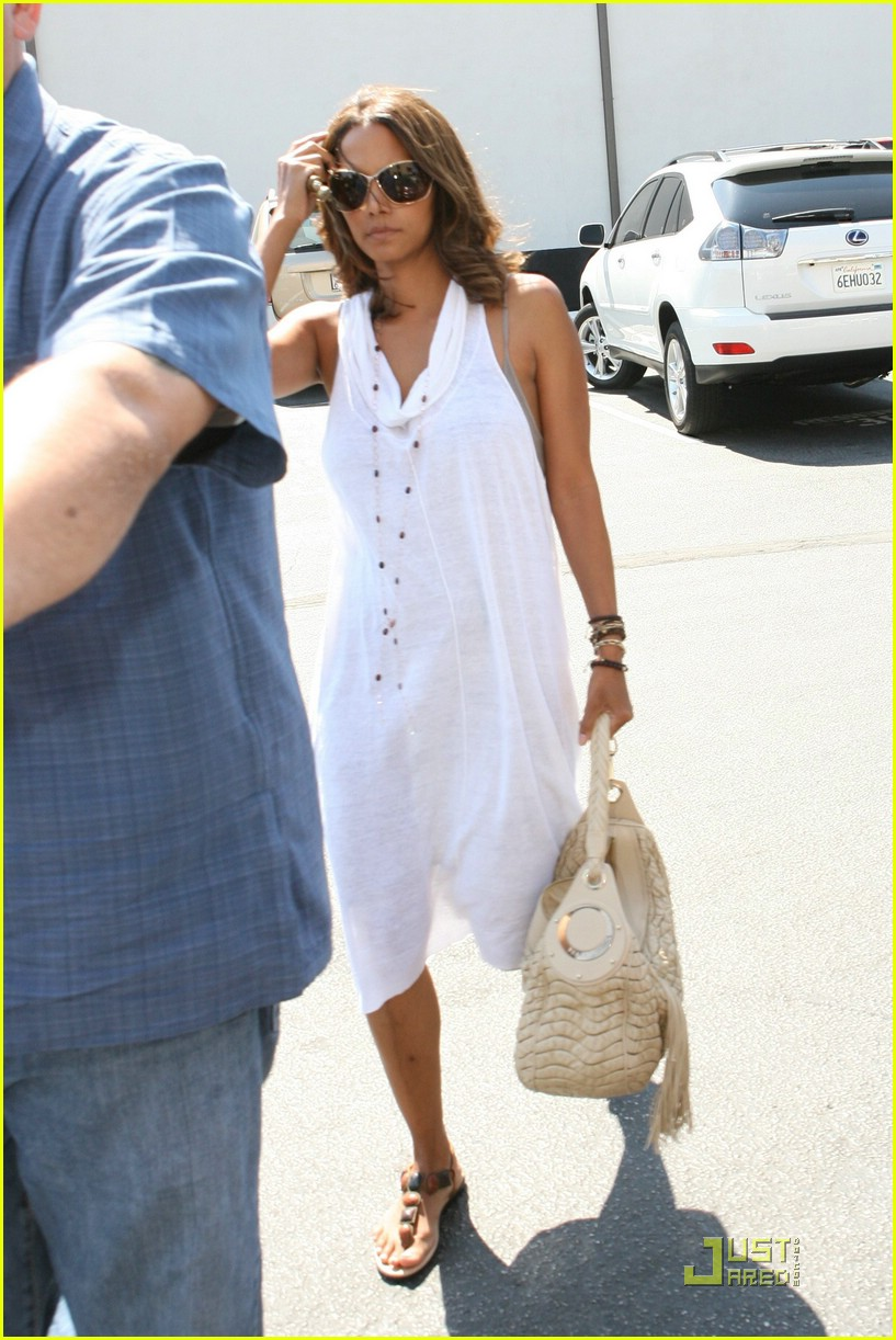 halle berry dental date 061270481